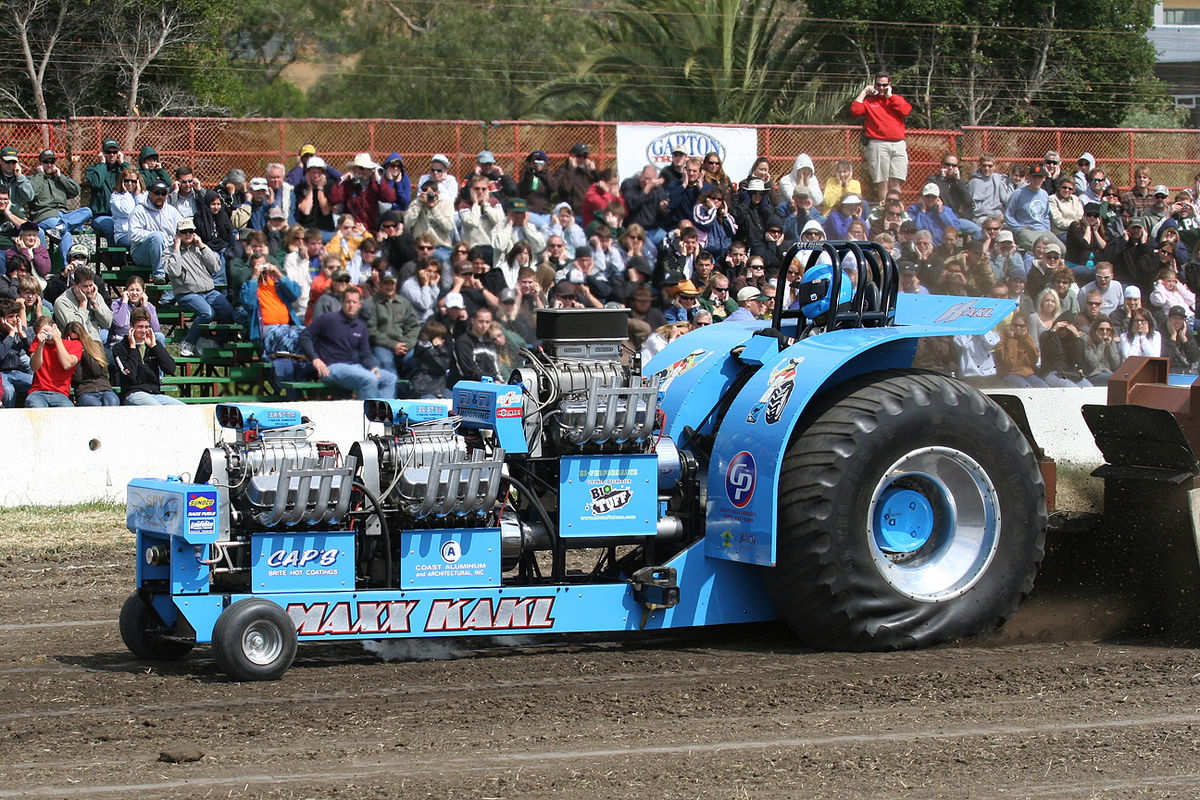 1200px-Tractor_pull_02.jpg