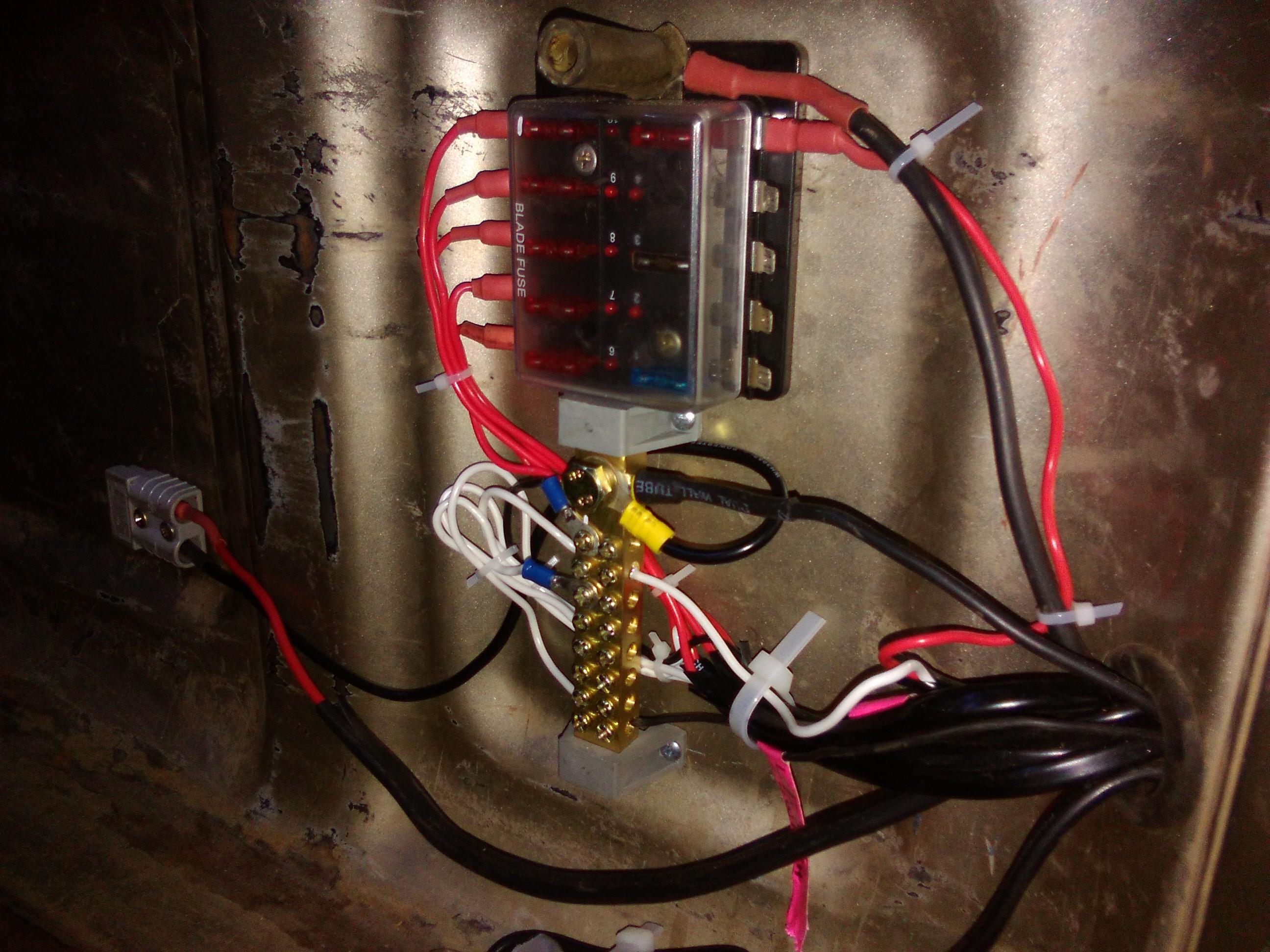 WRG-9159] Jaycar Fuse Box on