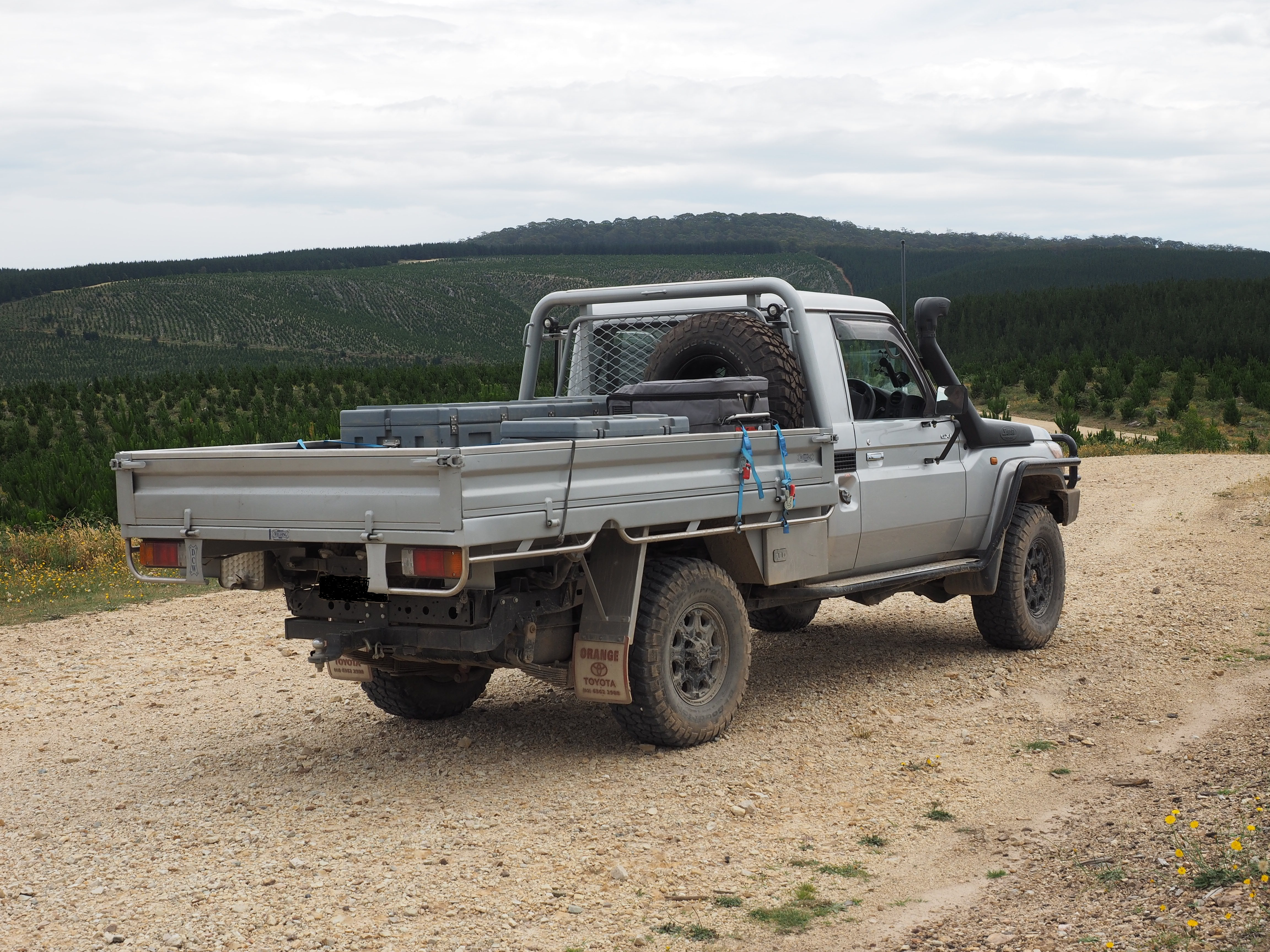 Singel cab V8 Landcruiser    almost there  | 4x4Earth